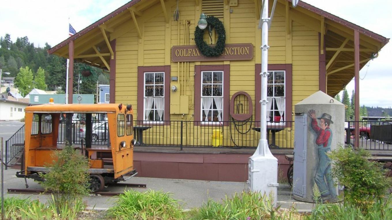 Freight depot – David Wiltsee