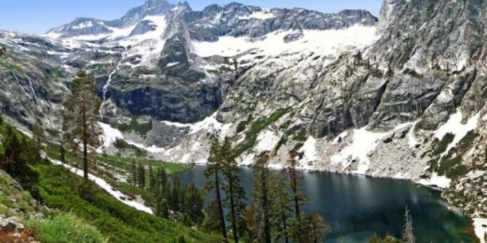 Upper Hamilton Lake is a glacial cirque nestled in the Great Western Divide below Kaweah Gap. – NPS/Rick Cain