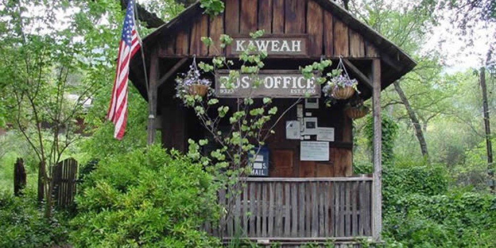 A beautiful day to meet at the Kaweah Post Office and catch up on the day – Kaweah Common Wealth.com