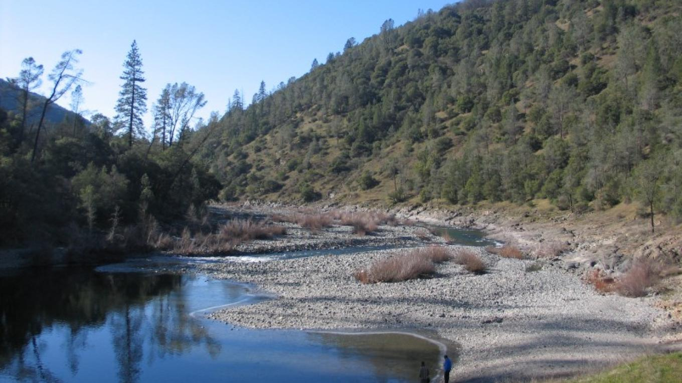 Sandy beach at the start of the trail. – Placer Land Trust staff