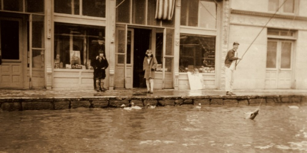 Fishing in front of the Niles during the 1920 Alturas flood. – Courtesy of the Modoc County Museum
