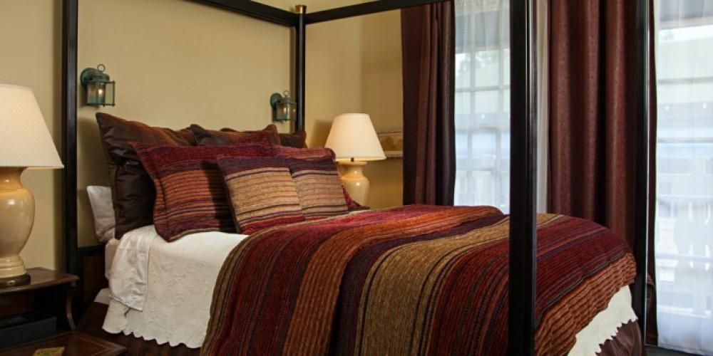 The Fireside room at the Victoria Inn in Murphys, California: http://www.victoriainn-murphys.com – Digimanstudios.com