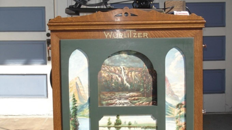 A Wurlitzer Organ. Beautiful machine in perfect condition. – Klosowski