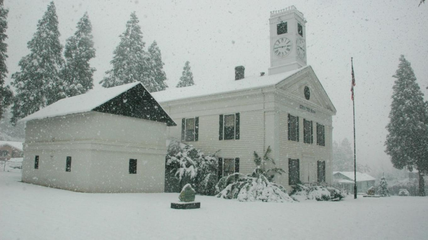 Snowing in Historic  Court Hose of Mariposa County – Charles Philips