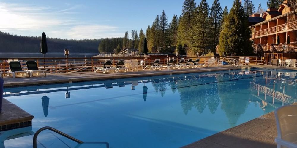 Outdoor Swimming Pool – www.basslake.com