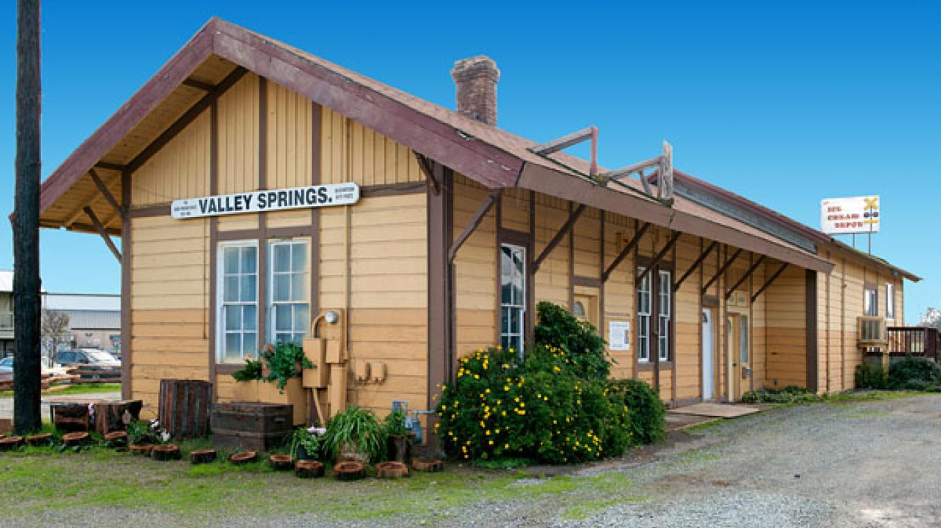 Valley Springs Southern Pacific Railroad Depot – NoeHill Travels in California