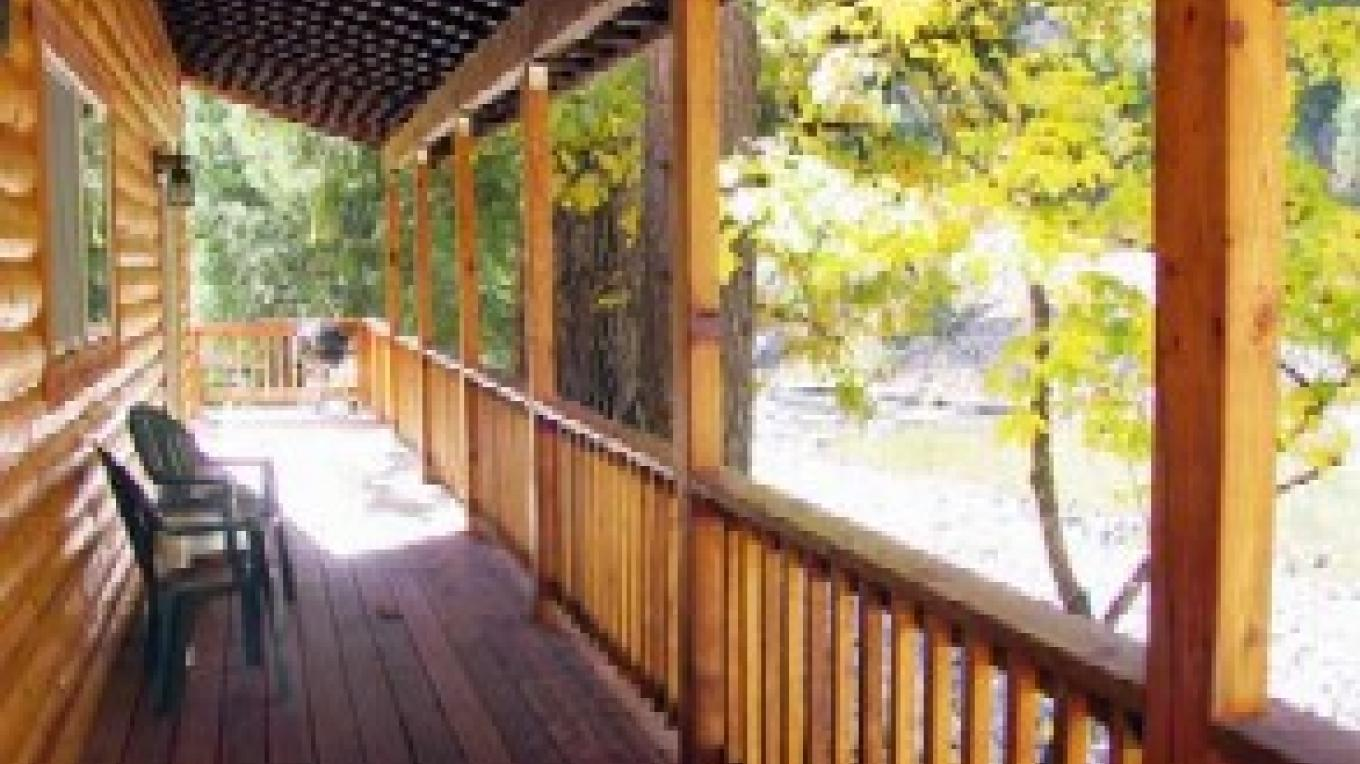 White Bear 2 bedroom Cottage Deck – Zolldan Family