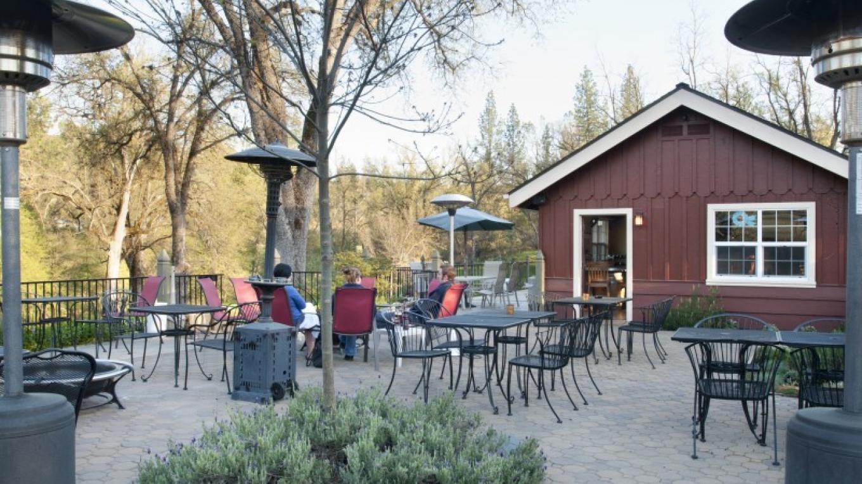 In the Wine & Beer Garden – Rikki Alley