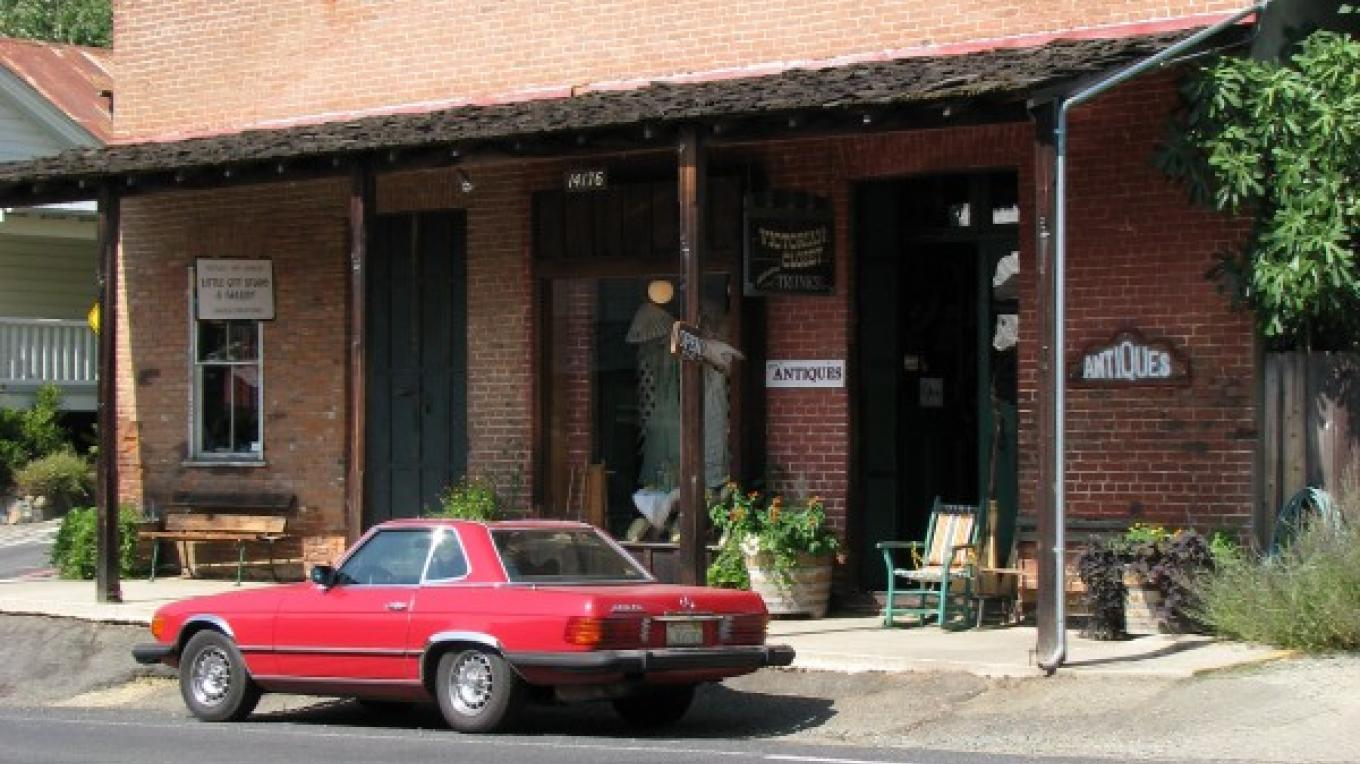This fine brick building replaced the original wooden one. Many wooden structures burned during one of the numerous fires during the 1870s. – Karrie Lindsay