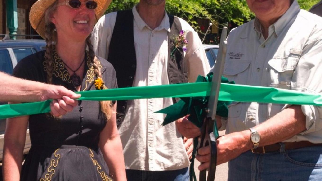 Peter & Donna Thomas join Bill Hanna in Ribbon Cutting in Coulterville – Al Golub