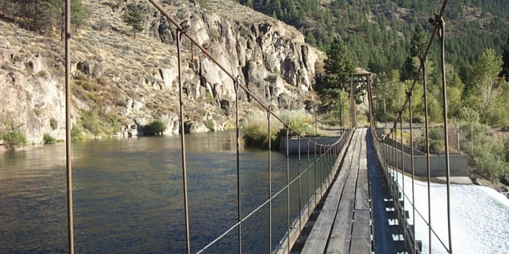 Fleish suspension bridge over the Truckee River
