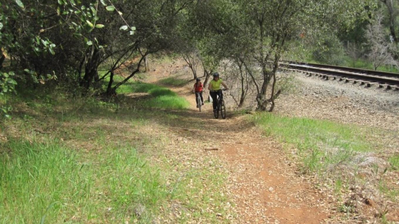 Biking families on the El Dorado Trail – www.eldoradotrail.com