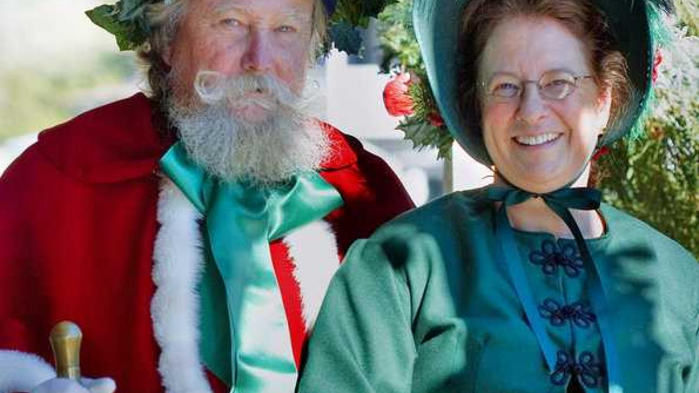 Mr & Mrs St. Nick ring in the festivities for the Sutter Creek Charles Dickens Christmas Open House – Klosowski