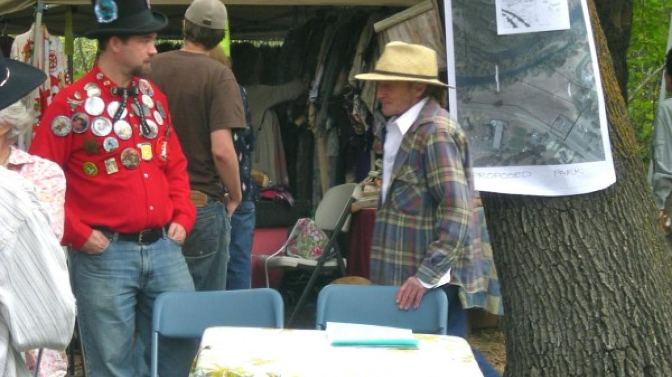 some exhibitors discussing a public park for Three Rivers – CJS