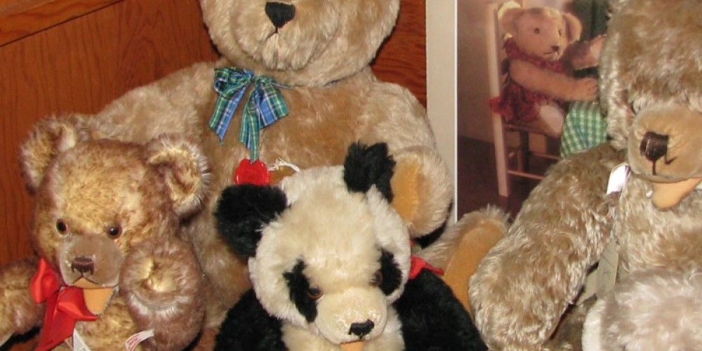 Do you see your, now missing, favorite Teddy? – Karrie Lindsay