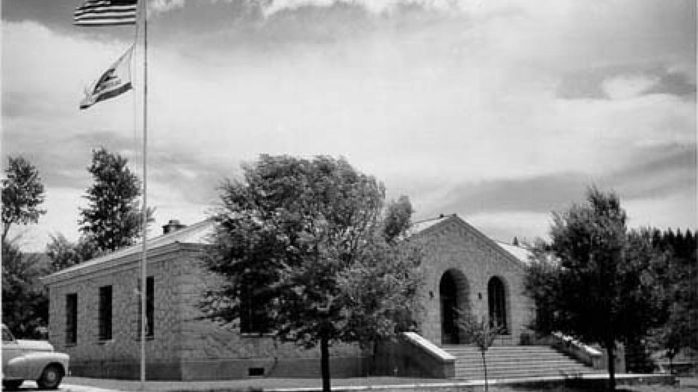 Historic photo of the Alpine County Courthouse. – www.cagenweb.com