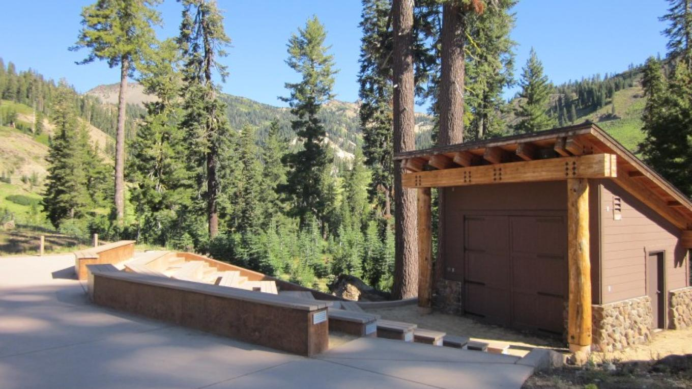 Ranger programs are given in the amphitheatre. – Leah Duran
