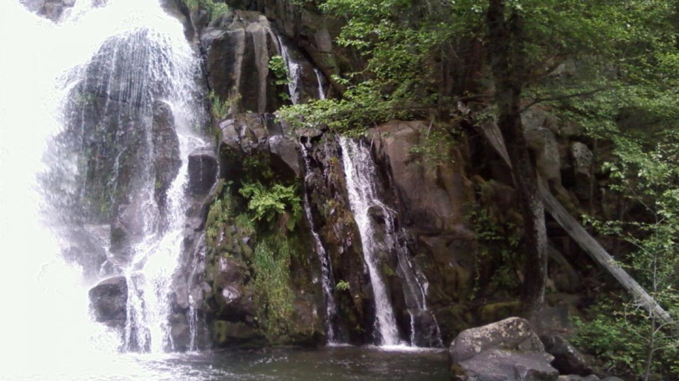 Light flow side of Corlieu Falls – Maureen Walling