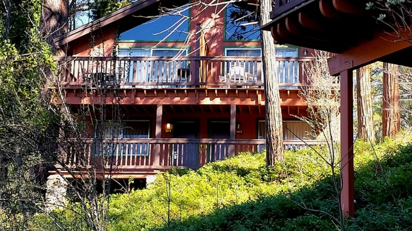 84 two-story mountain cabins – www.basslake.com