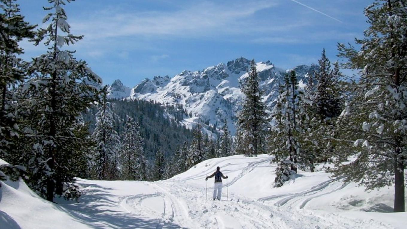 Wintertime this area is a veritable snow-wonderland. Cross country skiing in a breathtaking landscape. – John Geiger