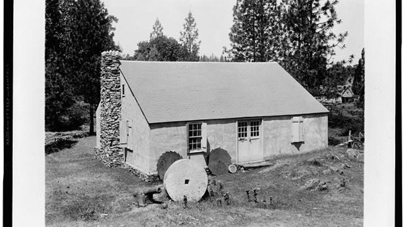 Marshall's blacksmith shop, circa 1926. Today only the chimney remains. – Library of Congress