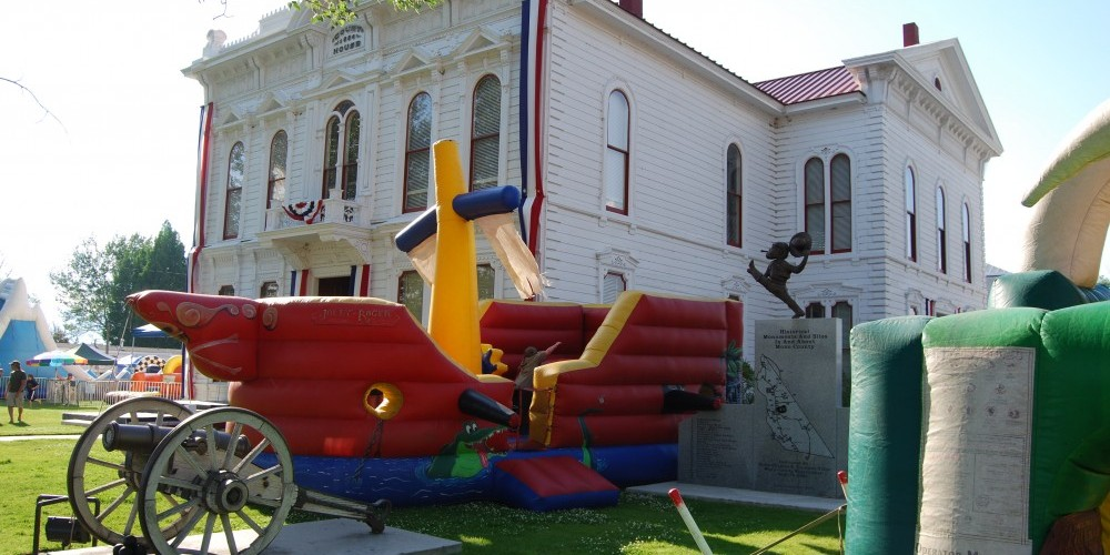 Founder\'s Day Rides on the Courthouse Lawn – Sarah McCahill