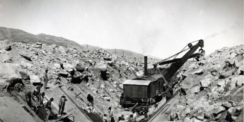 The Museum has extensive archives and photos documenting the construction of the Los Angeles Aqueduct in the early 20th Century. – Eastern  California Museum