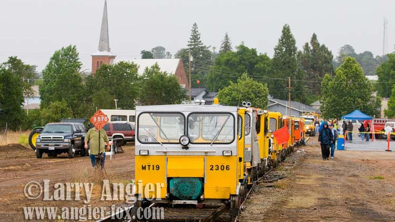 Speeders depart the Ione Depot for a run on the Amador Central Railroad. – Larry Angier