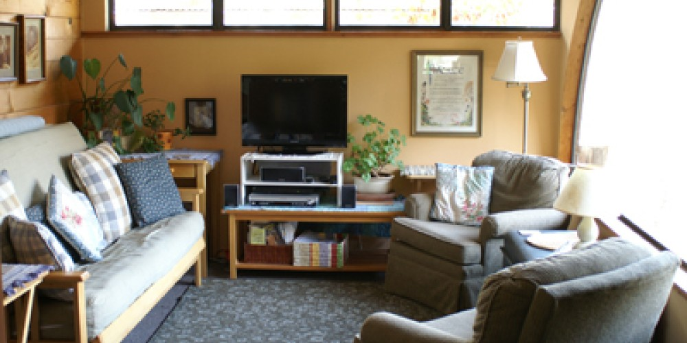 Cort Cottage Bed and Breakfast, living room with large panoramic window – Elsah Cort