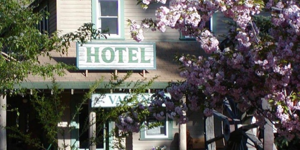 Hotel in Spring – Camp Richardson Resort