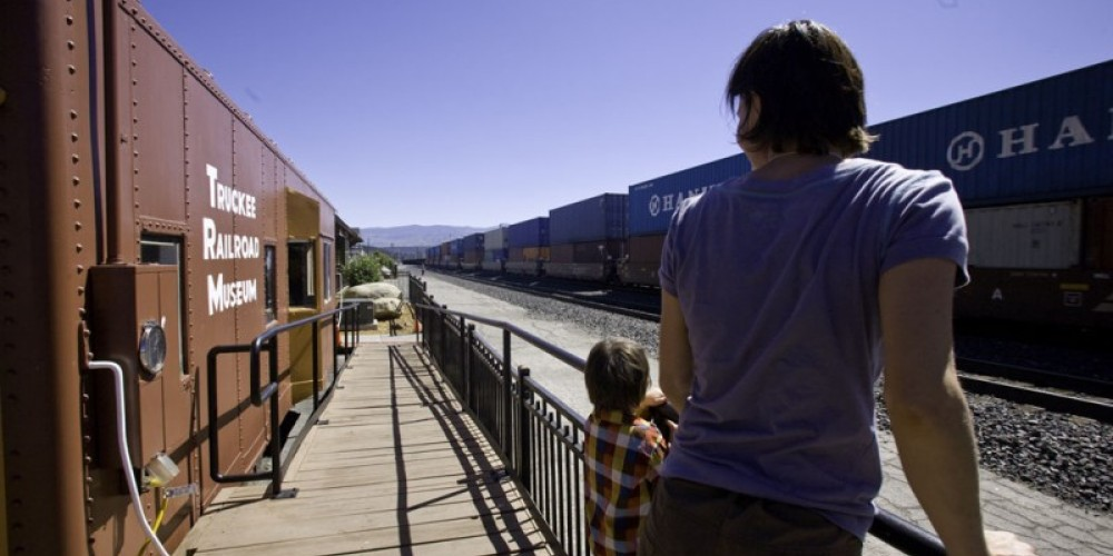 Watching Trains – © 2010 DaphneHougard.com
