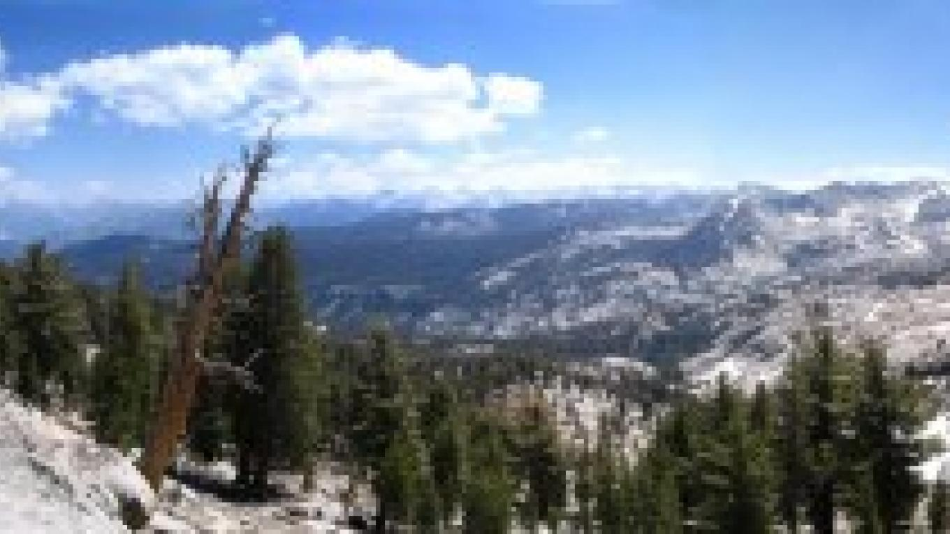 Panoramic view of Ranger Lake and the southern part of Kings Canyon National Park from Silliman Pass. – NPS/Rick Cain
