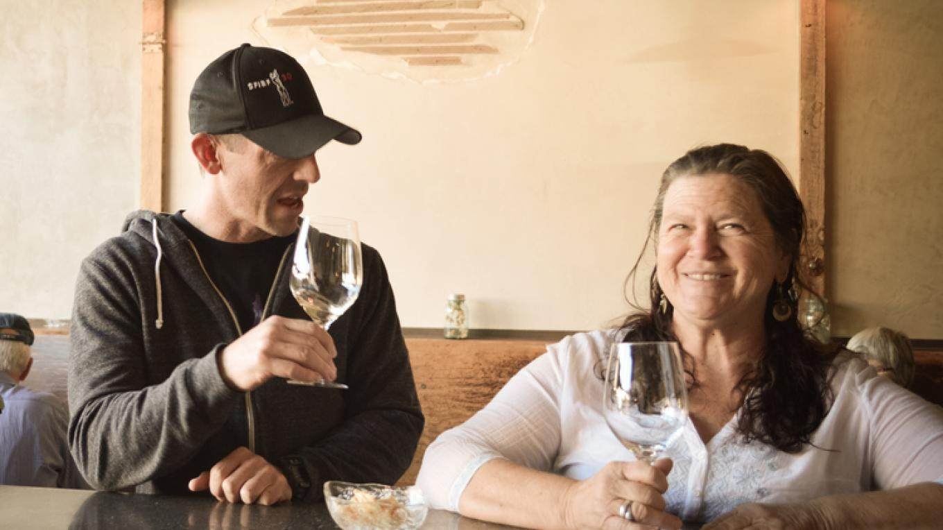 The Alley brings together locals and visitors to share good times and good food. – http://thealleylounge.com/