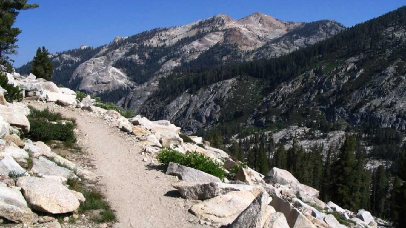 The Lakes Trail curves around a point on its way up to Pear Lake. – NPS/Rick Cain