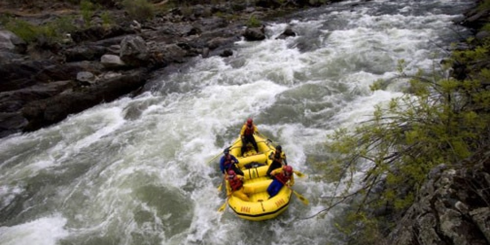Whitewater rafting on the Merced River – www.tracybarbutes.com