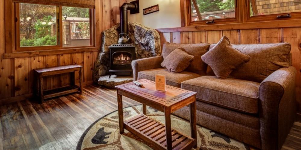 Stand Alone Fireplace Cabin – Cedar Glen Lodge