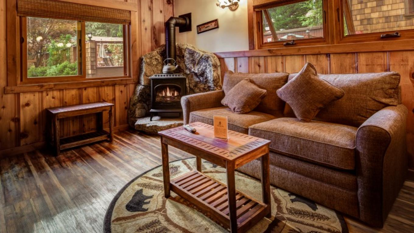 Stand Alone Fireplace Cabin – Cedar Glen Lodge