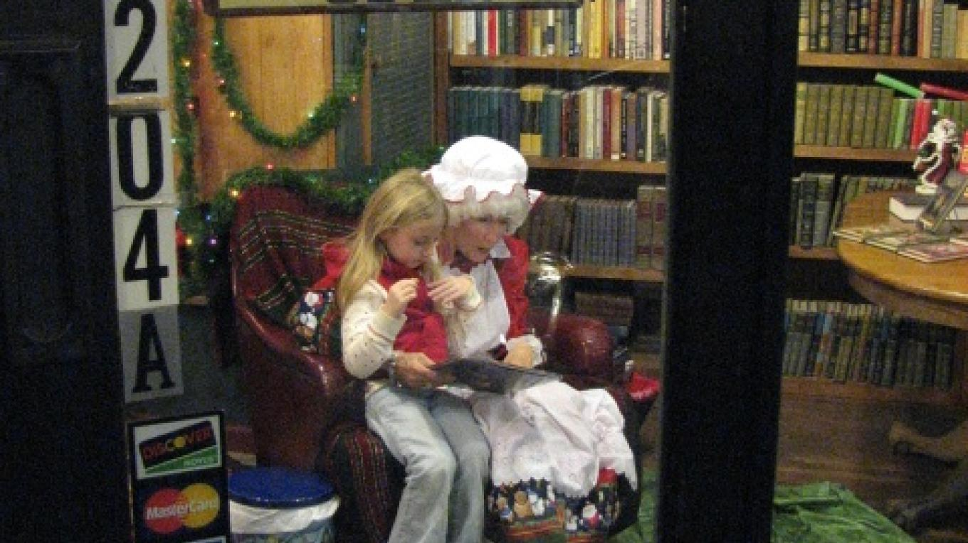 COME IN TO MRS. CLAUS' STORY TIME! – LINDA HEIN