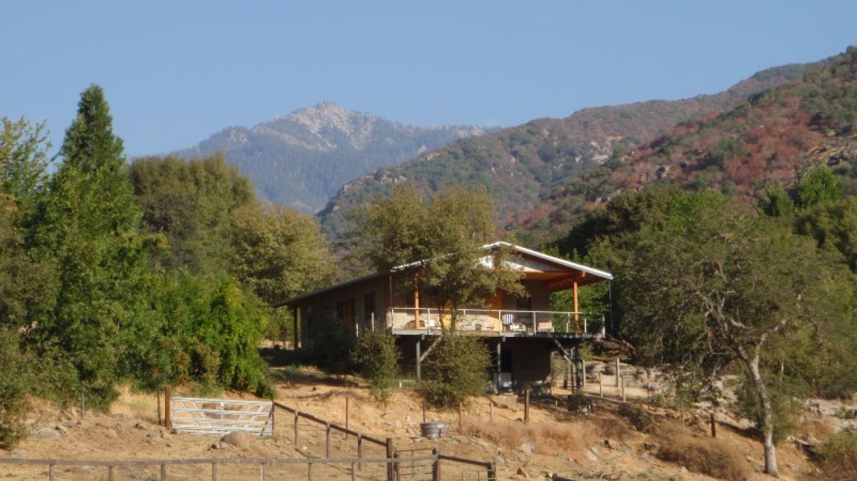 Kaweah Cottage. Summertime. Crispy – J. Seligman