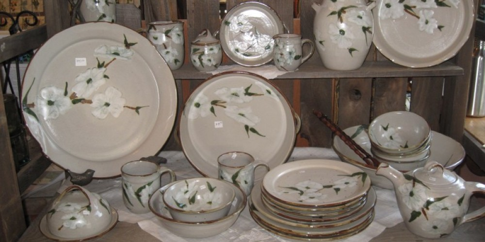 Tagress Family Dogwood Pottery in Gift Shop – Bonnie Bladen
