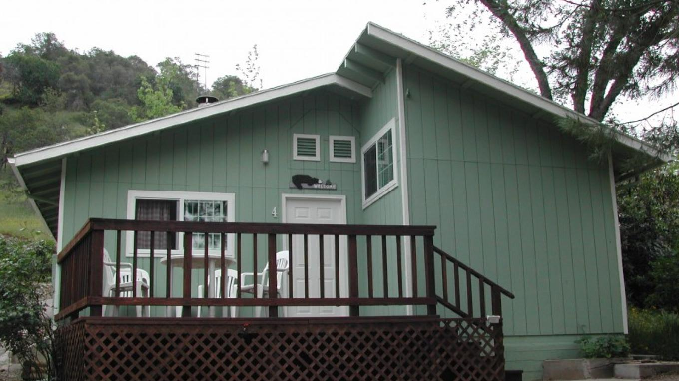Cabin 4 - Two bedroom Cabin with kitchen – CJS