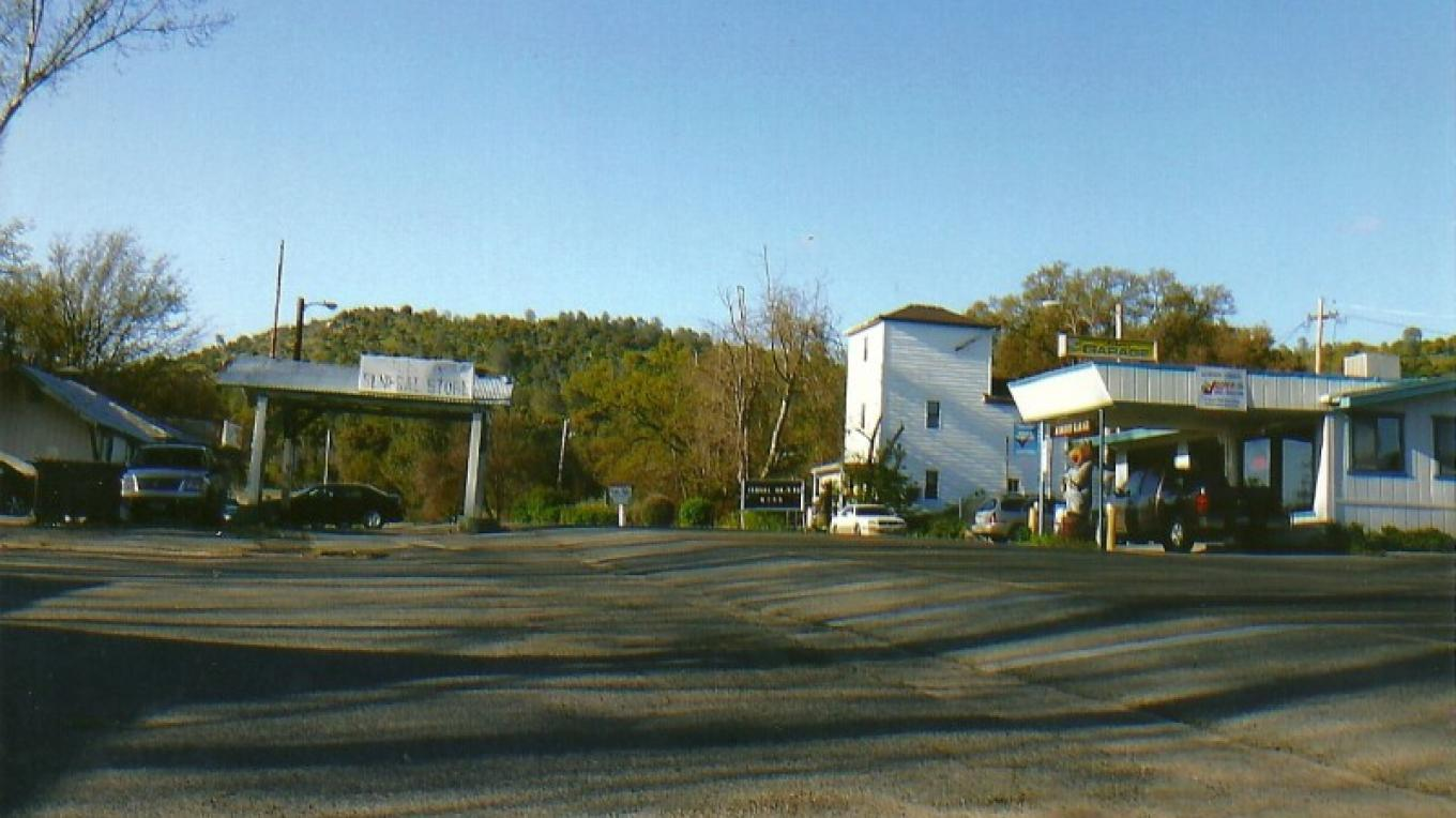 Auberry looking toward Rancheria  Mountain store, garage, and county yard on right, restaurant  on left 2011 – Susan Leeper