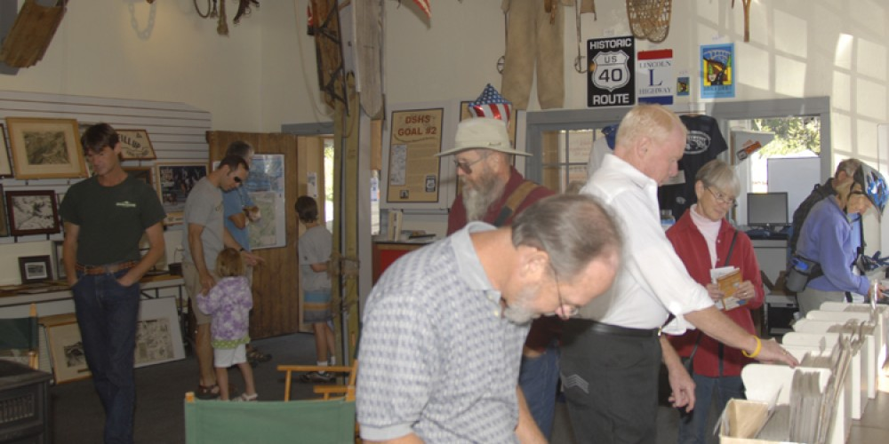 Visitors at the DSHS museum – bill oudegeest