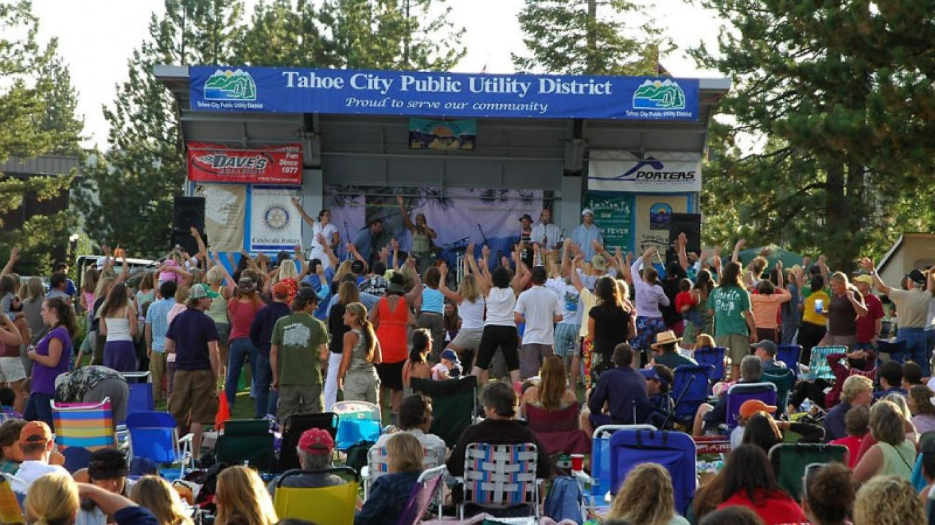 Tahoe City Concerts on Commons Beach - 2008 stage and crowd – Kelly Atchley