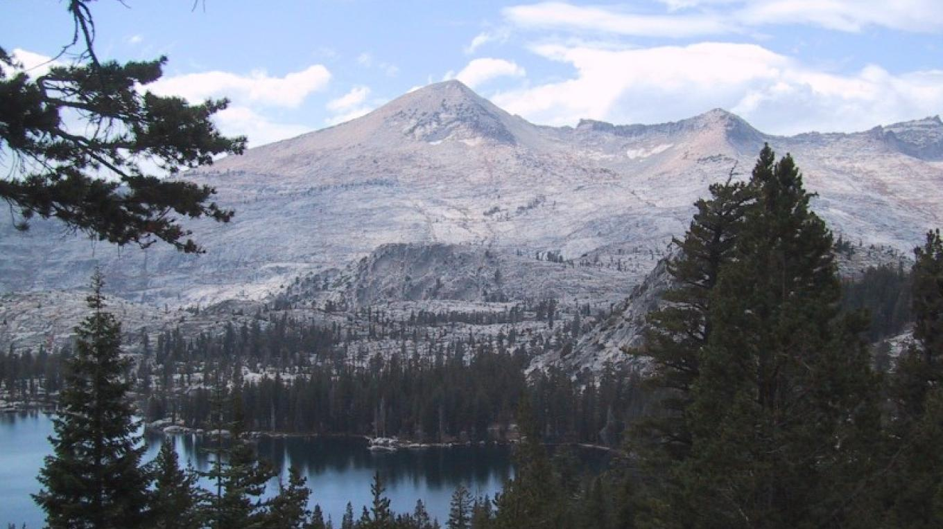 Pyramid Peak on left – USFS