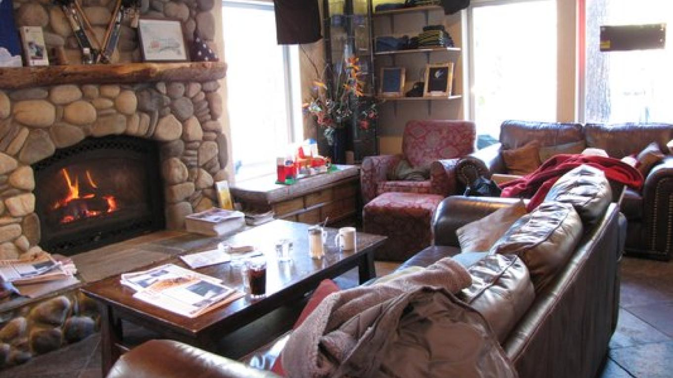 Comfy Couches & Cozy Fireplace – Kerri C