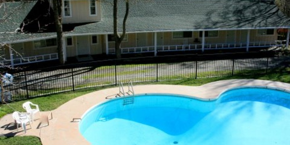 Pool and Guestrooms