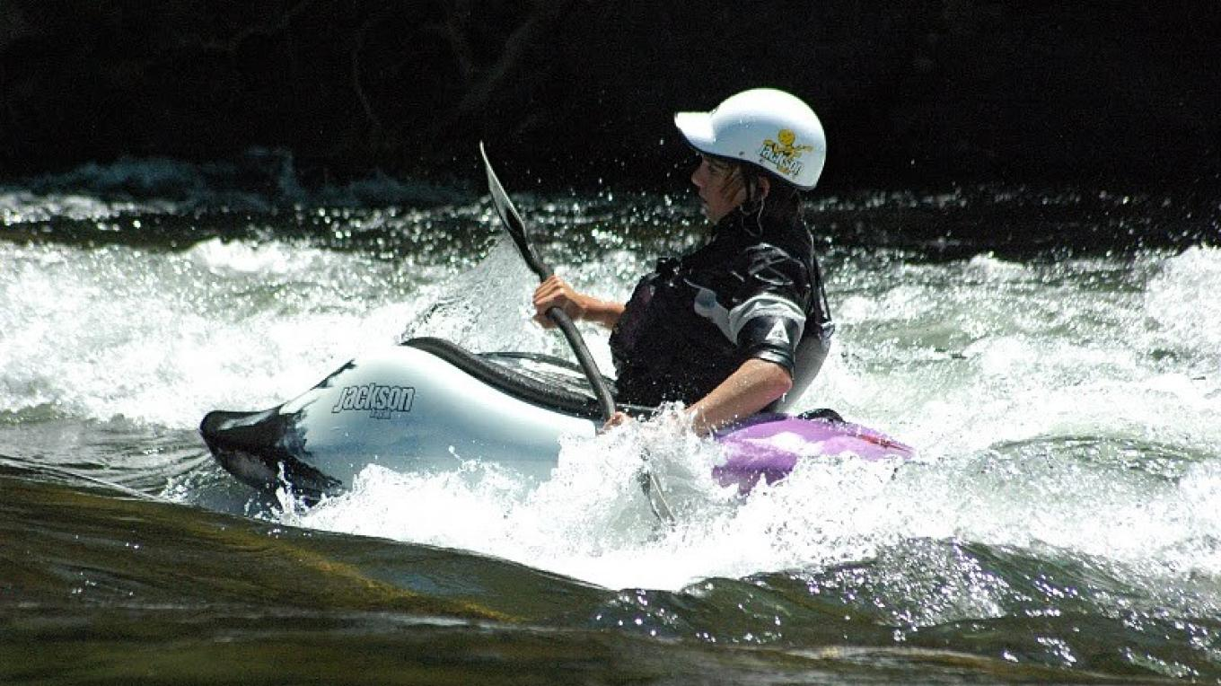 Evan Moore playboating on the Upper – Sierra South