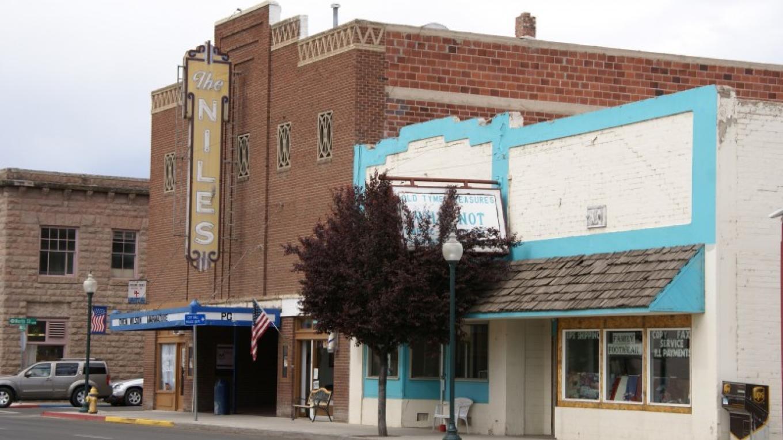 19. Niles Theater – Lorissa Soriano