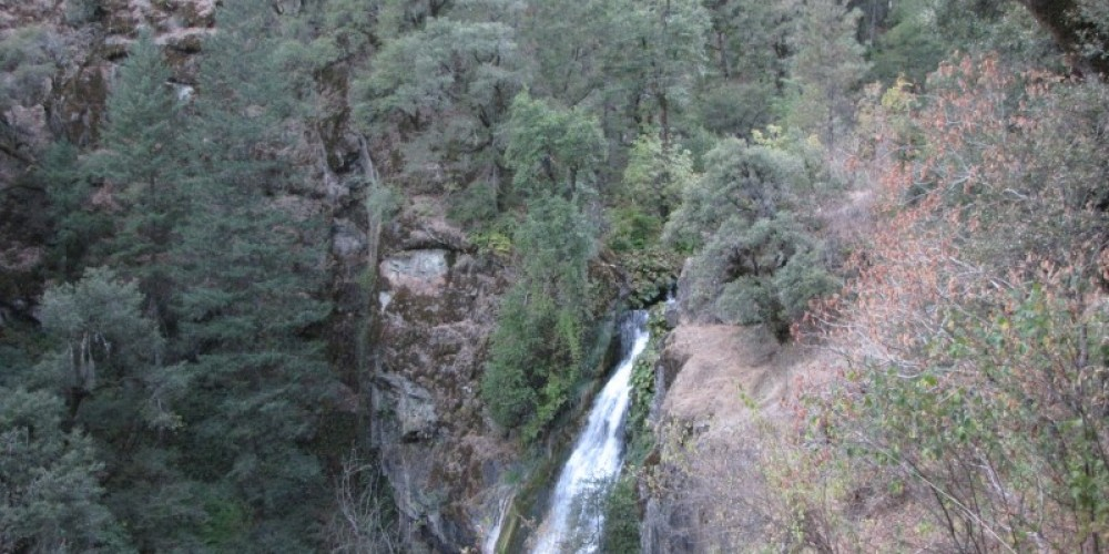 Potem Creek plunges into the gorge at the base of the falls – Ben Miles